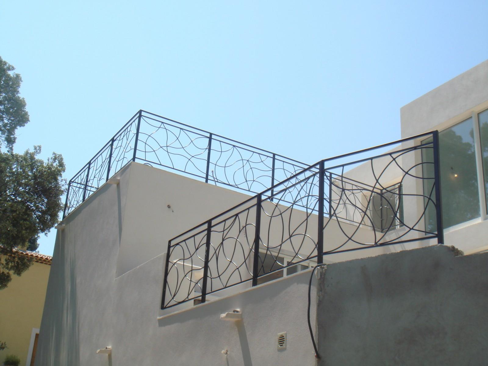 Garde-corps en fers forgés pour terrasses extérieures à ...